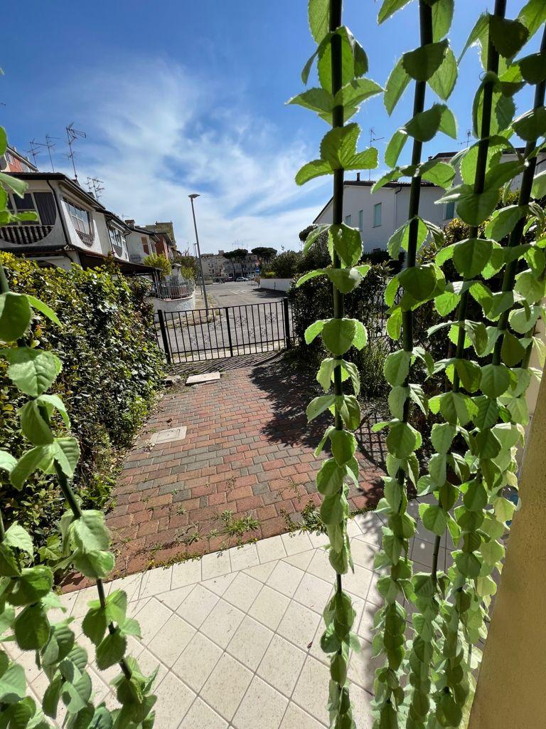 Appartamento piano terra con giardino Lido Scacchi